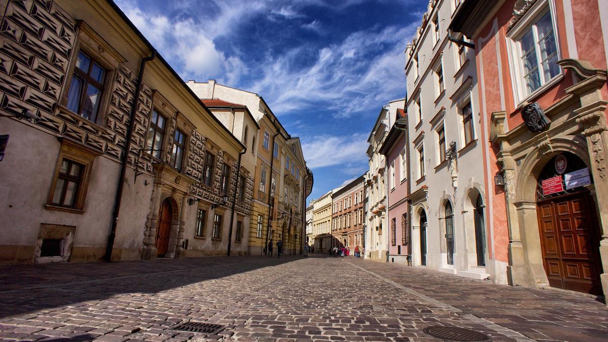 Calle de la ciudad vieja de Cracovia.
