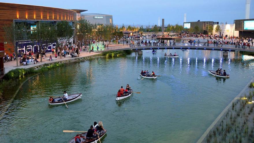 Puerto Venecia, el mayor centro comercial de España.
