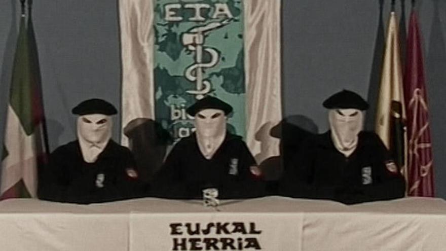 ETA anuncia su desarme a través de un comunicado en la BBC
