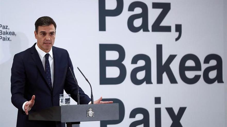 Sánchez reivindica a víctimas de ETA frente a la tentación de la desmemoria
