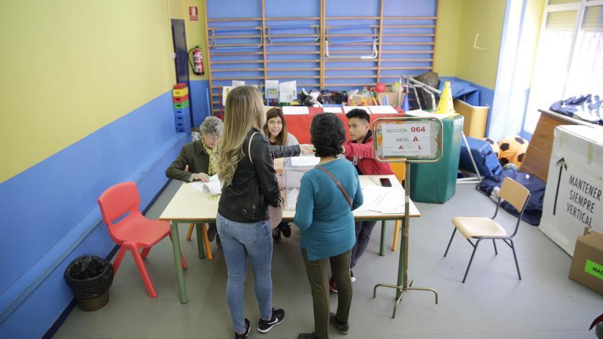 Votación en un colegio electoral