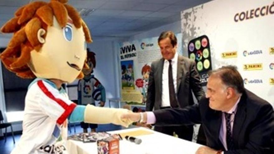 Los aficionados rechazan a 'Capi', la nueva mascota de la Liga, por 'cutre'
