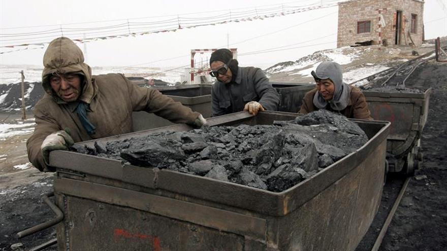 Accidentes en minas de carbón dejan 7 trabajadores muertos y 22 atrapados