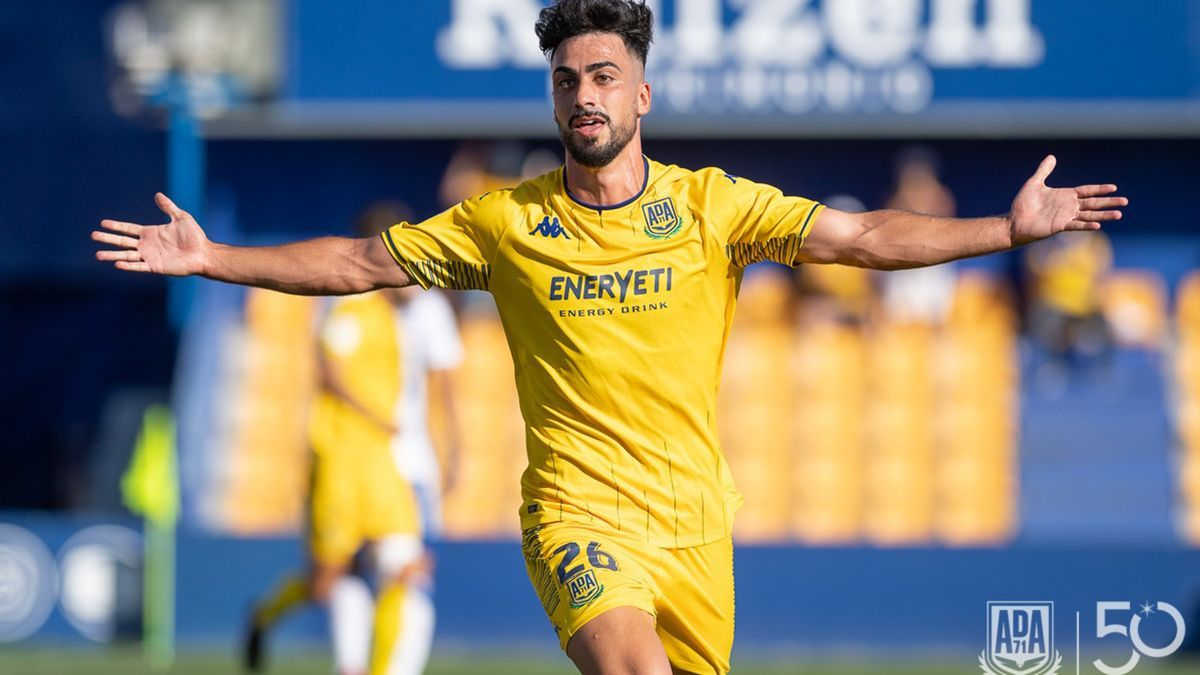 Antonio Moyano celebrando su primer gol con el Alcorcón