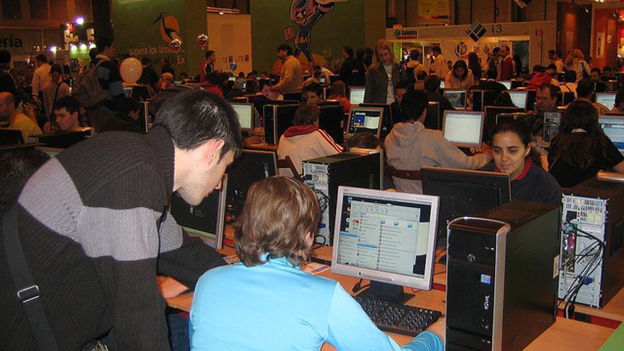 En la feria SIMO 2005, la Junta de Extremadura puso a disposición del público más de 140 ordenadores con LinEx | G. Rodríguez