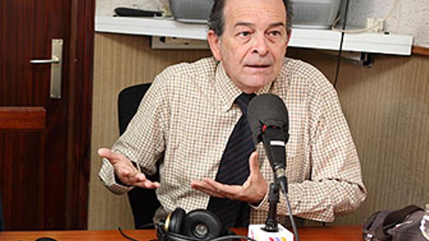 Ángel Tristán Pimienta, durante una de sus intervenciones de los miércoles en 'La Opinión pública', de CANARIAS AHORA RADIO. (QUIQUE CURBELO)