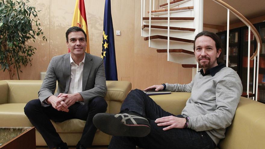 Pedro Sánchez y Pablo Iglesias, en una reunión durante las negociaciones de 2016.