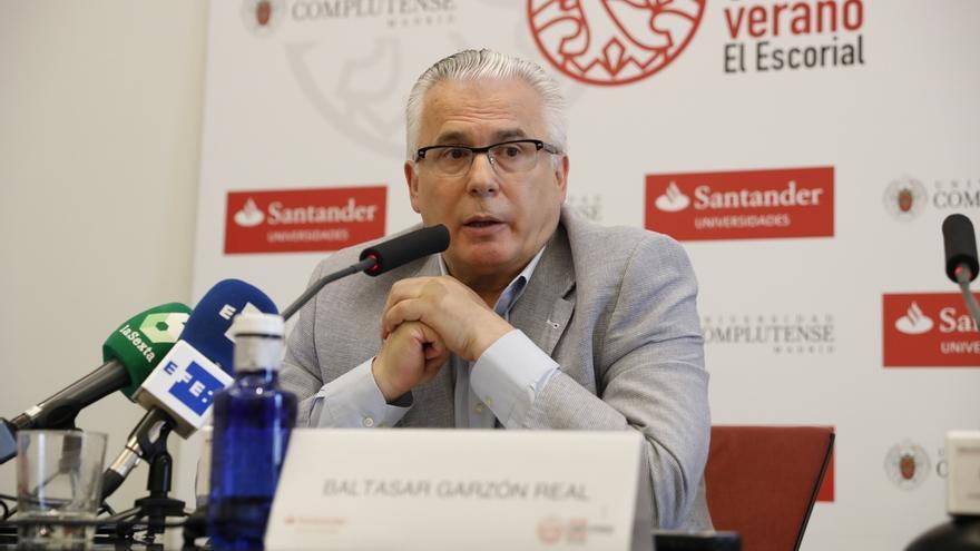 Baltasar Garzón apoya a Carmena y no descarta concurrir con Actúa en su candidatura