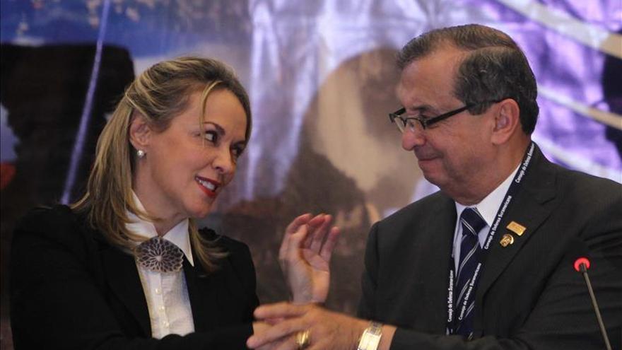 Renuncian dos dirigentes del partido de expresidente Toledo por discrepancias