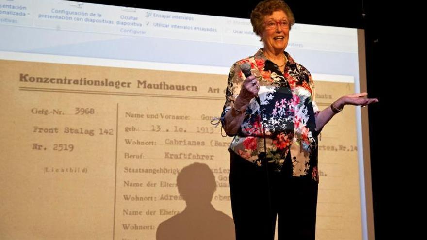 La anciana de la foto del campo nazi recibe un homenaje de su pueblo natal