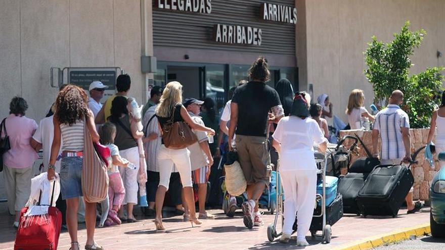Incendio de un aparato eléctrico produce retrasos en salidas vuelos en Ibiza