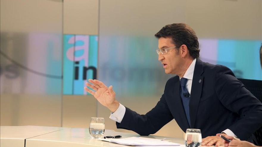 """Feijóo dice que Mariano Rajoy """"es el líder al que el PP sigue y al que el PP apoya"""""""
