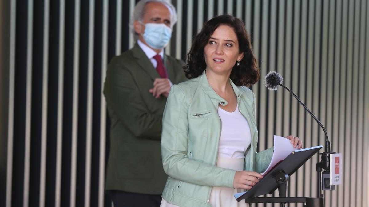 La presidenta de la Comunidad de Madrid, Isabel Díaz Ayuso, interviene en una rueda de prensa durante su visita al Hospital Enfermera Isabel Zendal de Madrid, a 24 de junio de 2021