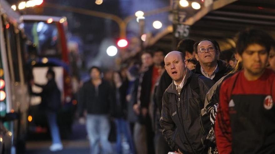 Huelga de autobuses podría dejar varadas a 300.000 personas en Argentina