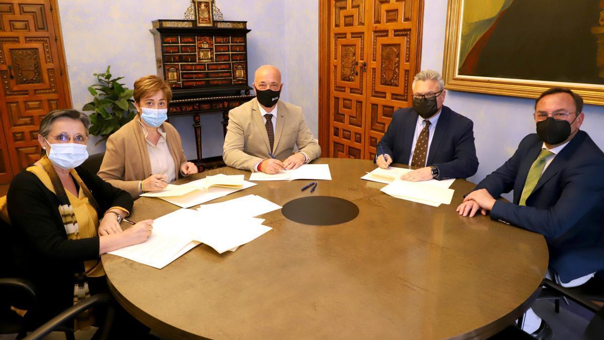 Firma del convenio en la Diputación