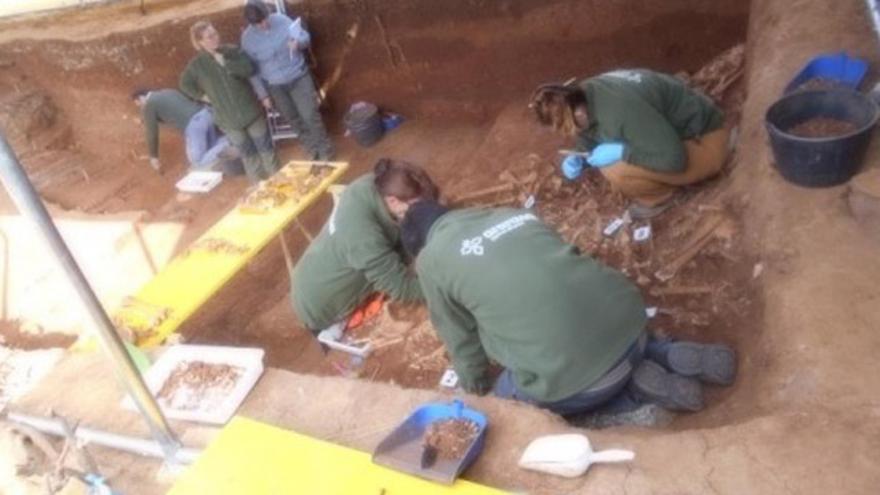 Tareas de exhumación en Pico Reja ARANZADI