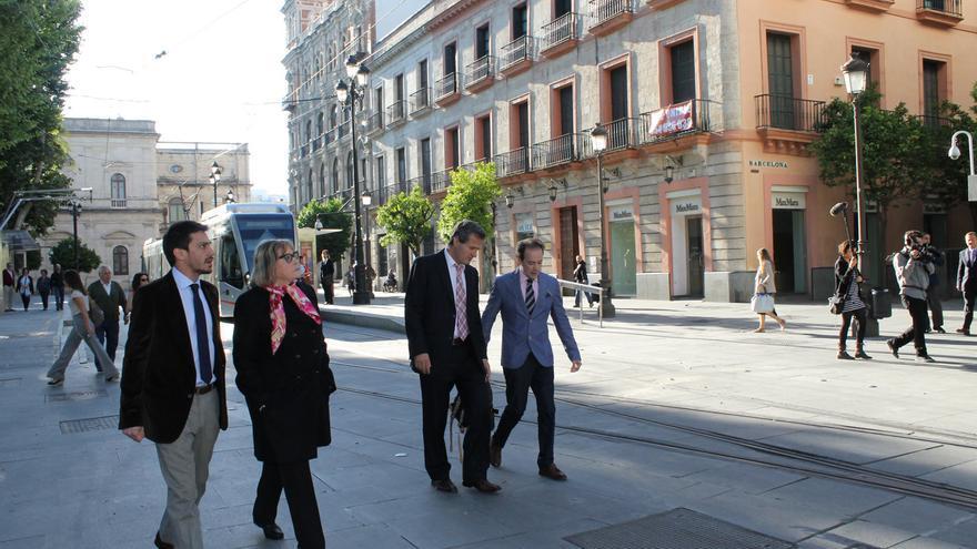 La jueza Servini en Sevilla, acompañada del Fiscal General argentino Ramiro González.