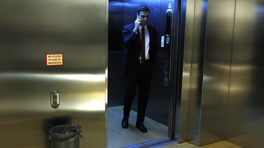 Pedro Sánchez contacta telefónicamente con Albert Rivera y Pablo Iglesias para citarse en próximas semanas