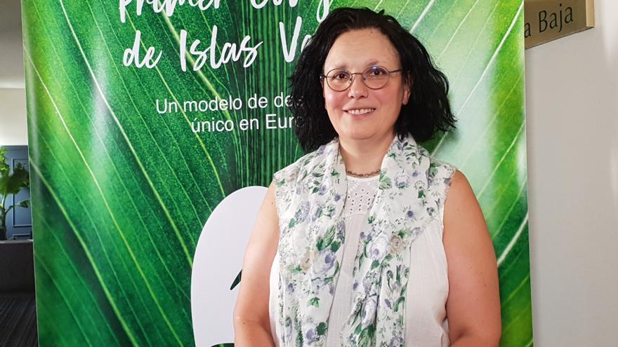 Blanca Rodríguez-Chaves Mimbrero participó en el I Congreso de Islas Verdes.