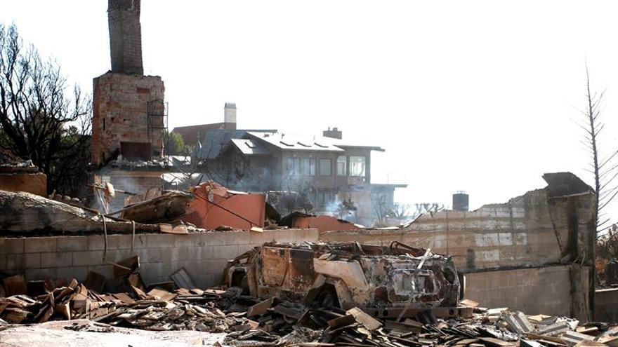 Se rebaja a 85 los muertos y 11 los desaparecidos por el gran incendio en EE.UU.