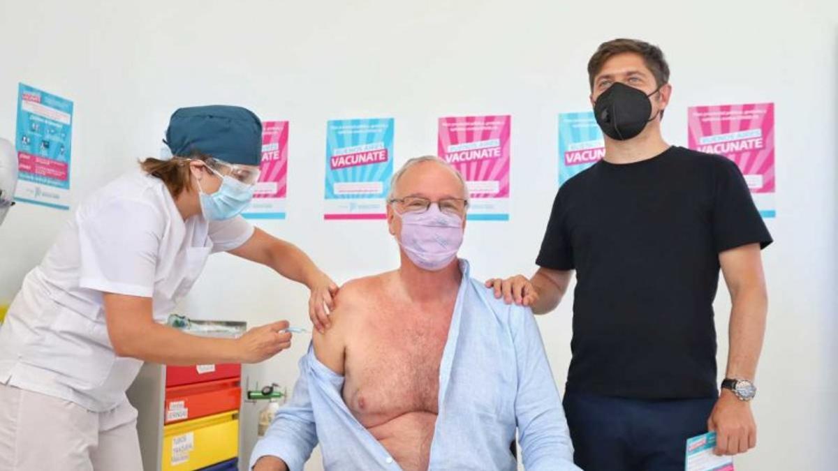 El ministro Gollan recibe la primera dosis de la vacuna anti Covid-19