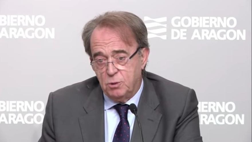 El consejero de Hacienda del Gobierno de Aragón, Carlos Pérez Anadón, tras el Consejo de Gobierno extraordinario.