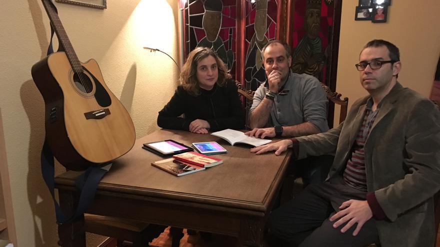 Lydia González, Joe Llorente y Fernando Llorente, de ALAS ediciones.