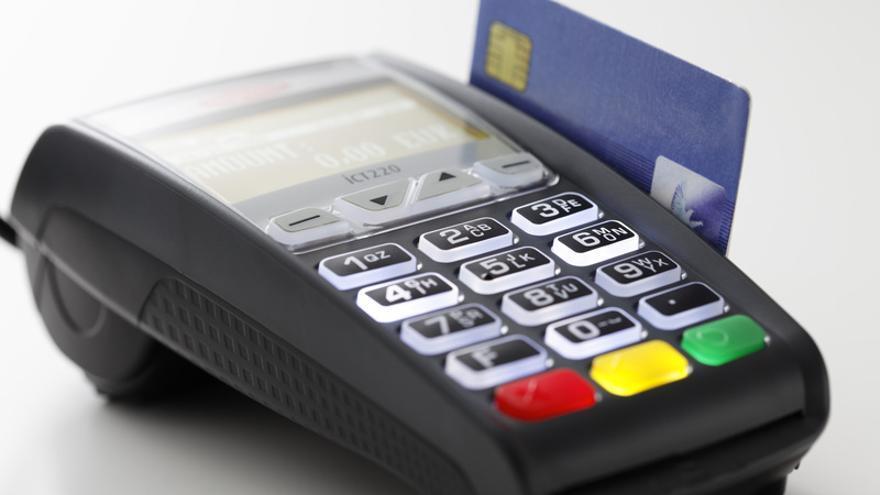 Un terminal de pago con tarjeta o datáfono