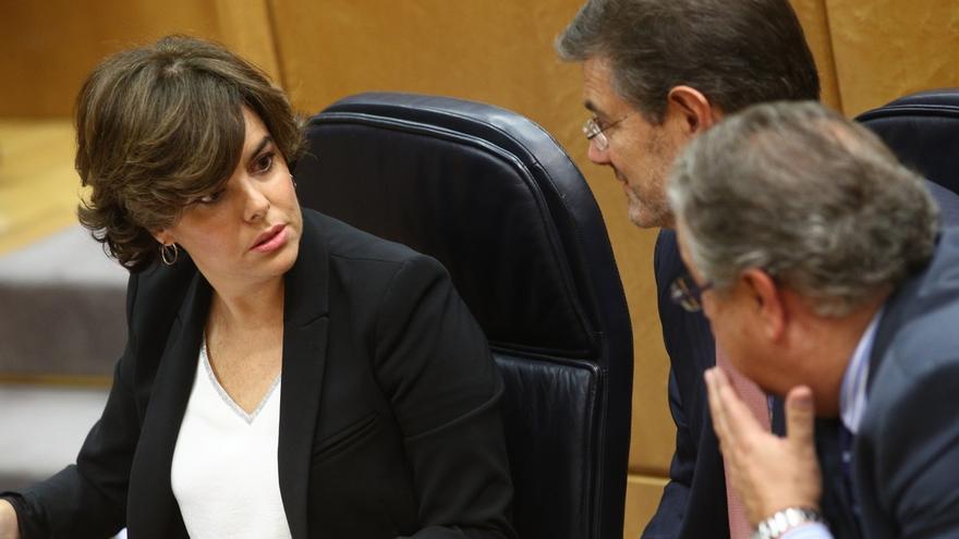 """Santamaría dice al PSOE que recuperar la normalidad en Cataluña depende de todos y pide no caer en """"pequeñeces"""""""