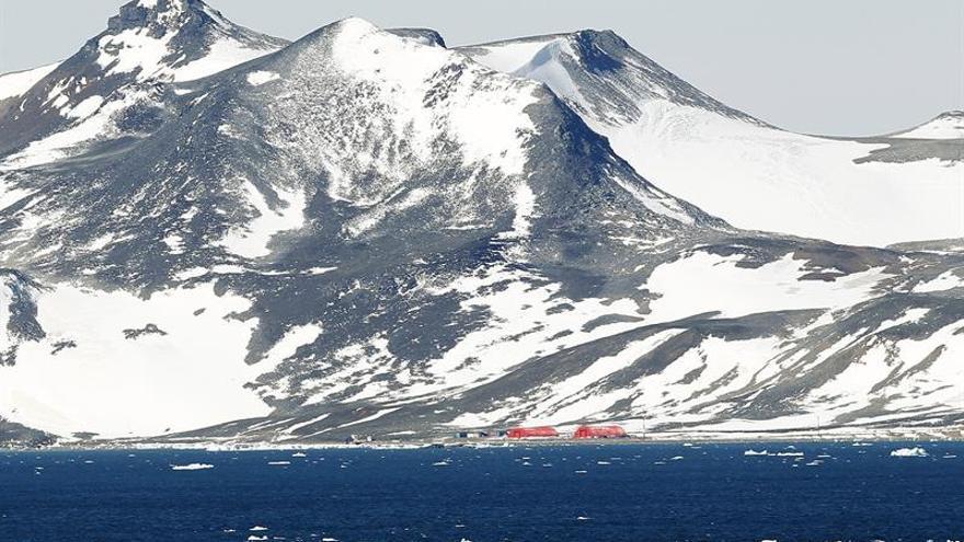 China inicia su primera expedición para circunnavegar el Ártico