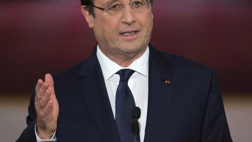 """Hollande anuncia reformas para """"devolver"""" la fuerza económica a Francia"""