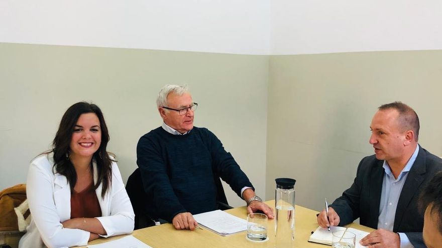 El alcalde de València, Joan Ribó, junto a la vicealcaldesa, Sandra Gómez, y el vicepresidente del Consell, Rubén Martínez Dalmau