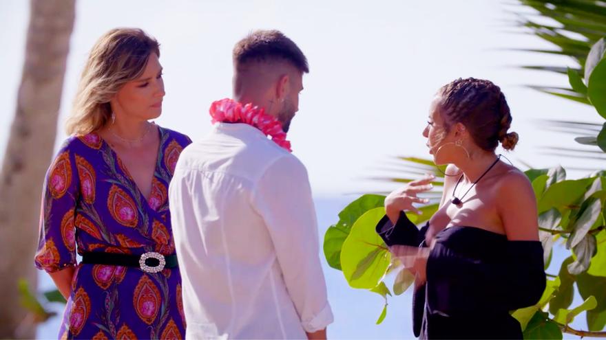 Sandra Barneda, Isaac y Marina en el estreno de 'La isla de las tentaciones 3'