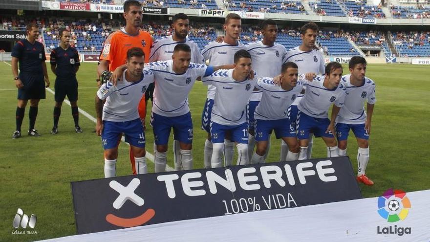 La plantilla del CD Tenerife en la jornada 4 de la Liga Adelante, donde fue derrotado por 0-2 frente al Oviedo en el Heliodoro Rodríguez López. (LALIGA).