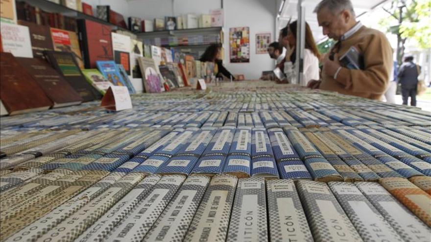 Joyas bibliográficas al alcance de la mano en la Feria del Libro Antiguo