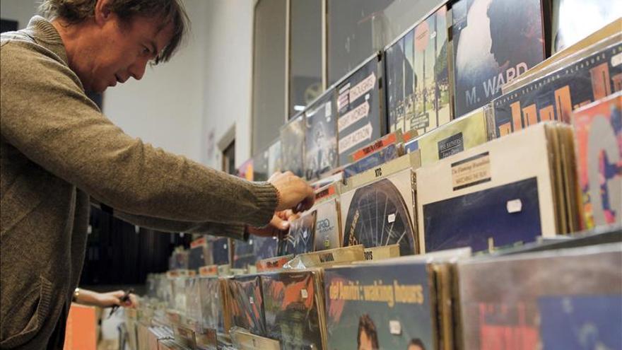 Cada vez más personas compran la música en vinilo.