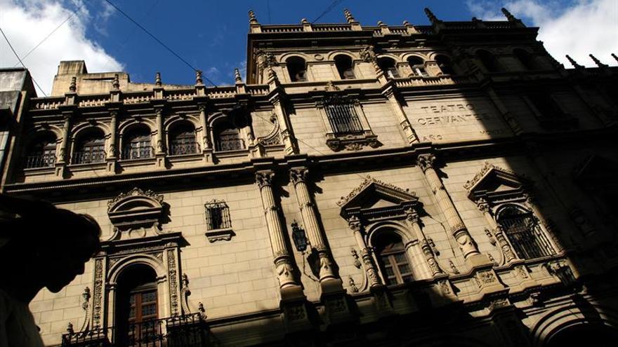 La cara del Teatro Cervantes de Buenos Aires resurgirá de entre los andamios