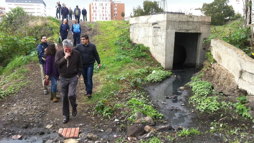 visita realizada a La Paterna con un grupo vecinos, Pedro Quevedo y el edil de NC José Eduardo Ramírez