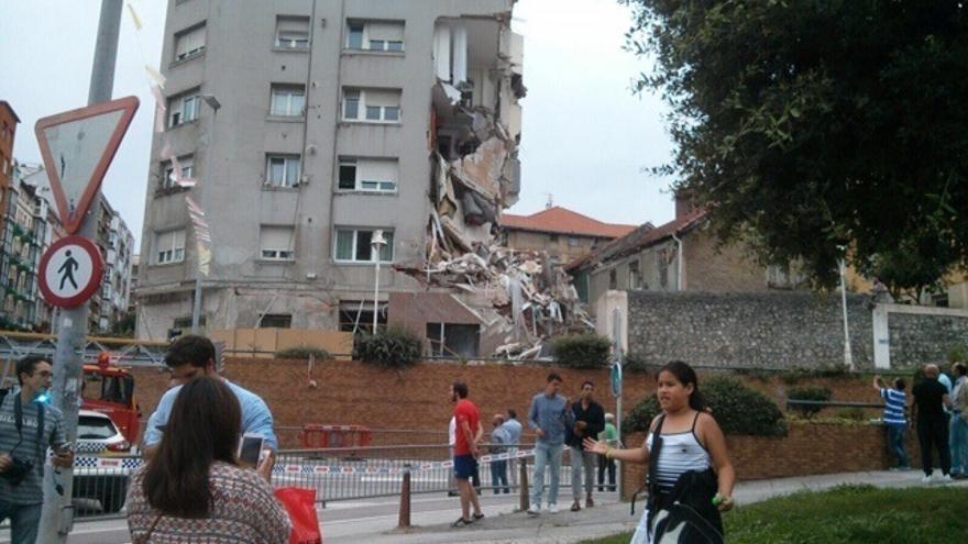 No se registran heridos en el desprendimiento de la fachada del edificio de Santander de desalojado