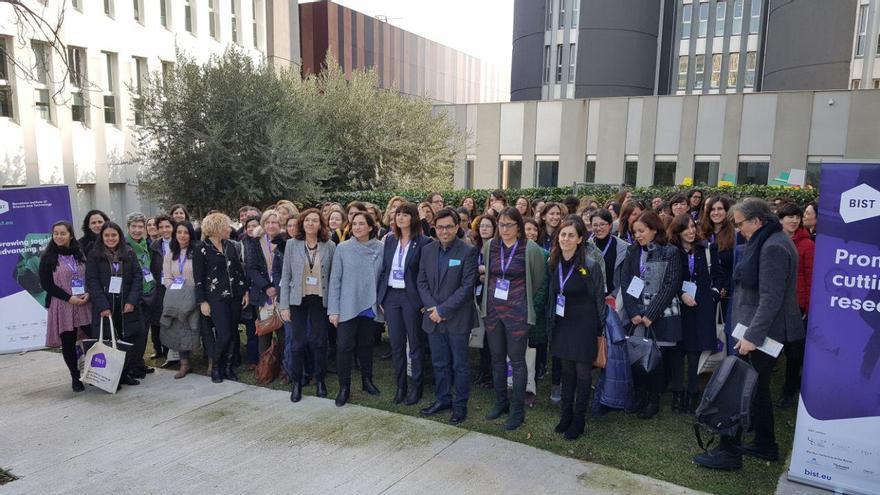 La alcaldesa de Barcelona, Ada Colau, en la inauguración del encuentro '100tíficas', en el marco de la Bienal Ciudad y Ciencia