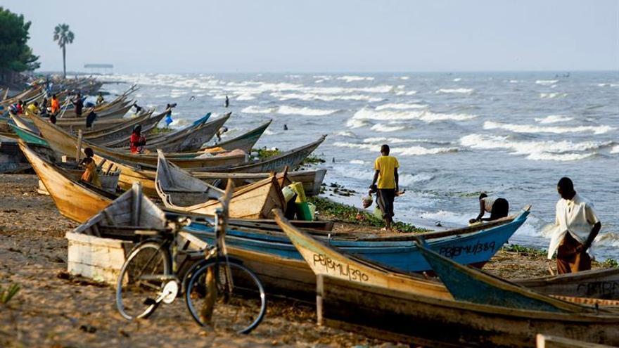 Al menos nueve muertos al hundirse un barco en el lago Alberto en Uganda