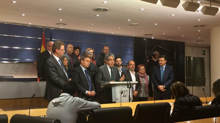 Francesc Homs, diputado de PdeCAT, explica su salida del Congreso tras la sentencia de inhabilitación dictada por el Tribunal Supremo.