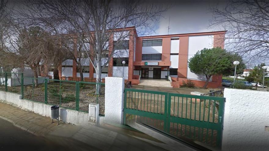 El edificio principal del centro educativo onubense.