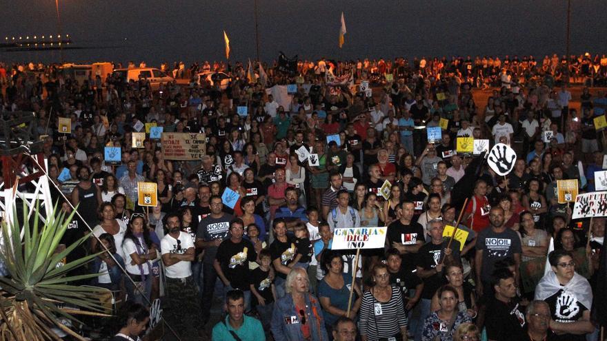Manifestación contra las prospecciones en Arrecife.
