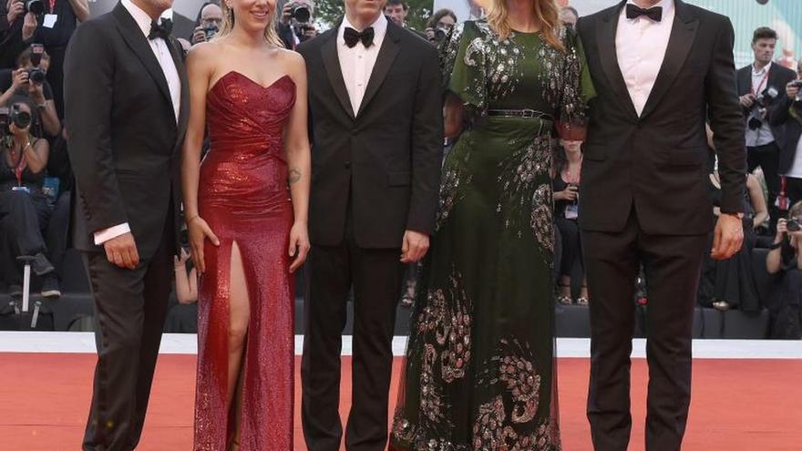 Este largometraje, que protagonizan Driver y Scarlett Johansson y que cuenta la historia de una pareja que atraviesa un complicado divorcio, se estrenó en los cines el pasado 6 de octubre y podrá verse en Netflix desde el próximo 6 de diciembre.