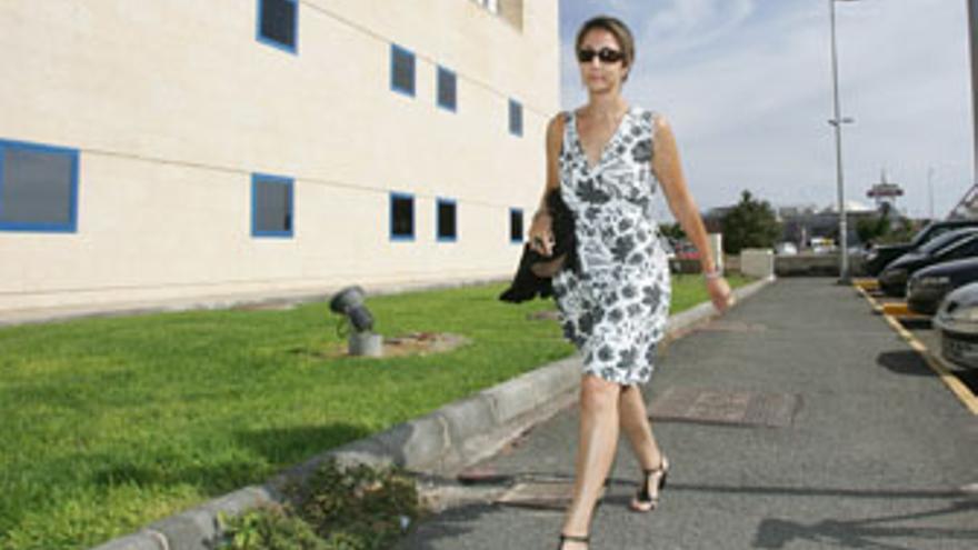 Onalia Bueno, camino de los Juzgados a una de sus declaraciones tras ser detenida. (QUIQUE CURBELO)