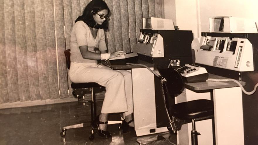 Rosa Casellas, cuando trabajaba como perforadora antes de entrar en Telesincro