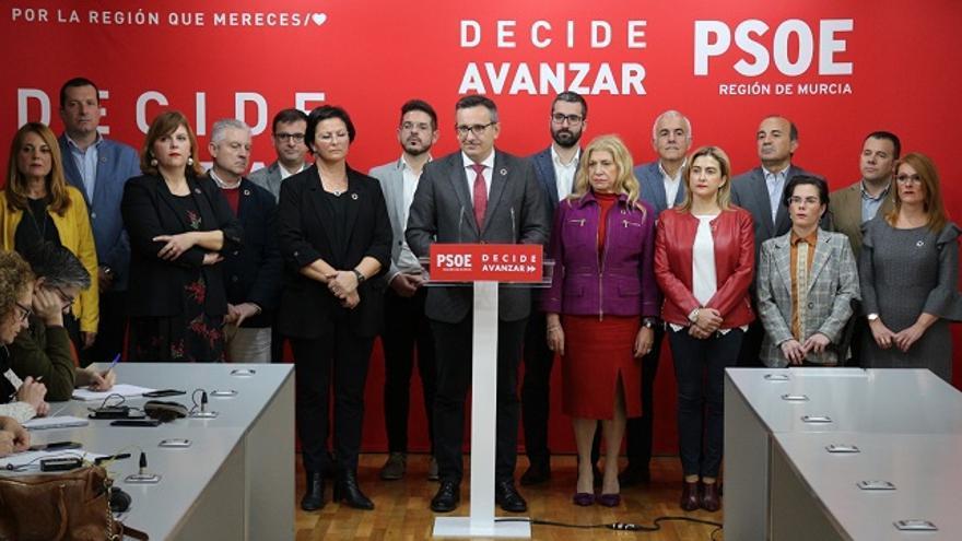Diego Conesa junto a los diputados socialista de la Asamblea Regional de Murcia