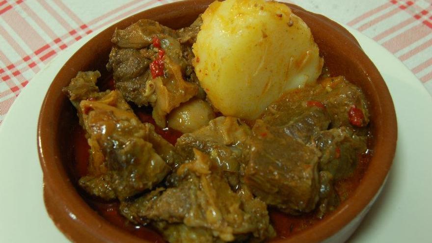 Plato de carne de cabra en el Restaurante Perera, en Gran Canaria.
