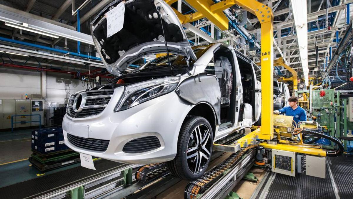 Cadena de montaje de la planta de Mercedes en Vitoria